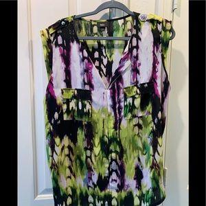 Sleeveless extra-large lightweight blouse